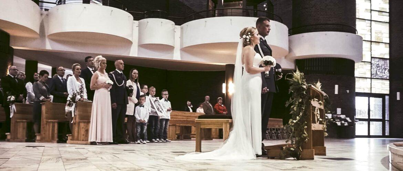 Romantyczny nowoczesny teledysk ze ślubu w Katowicach wraz z Karoliną i Łukaszem